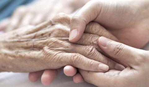 7 coisas que quem cuida de outras pessoas não pode (mesmo) descurar