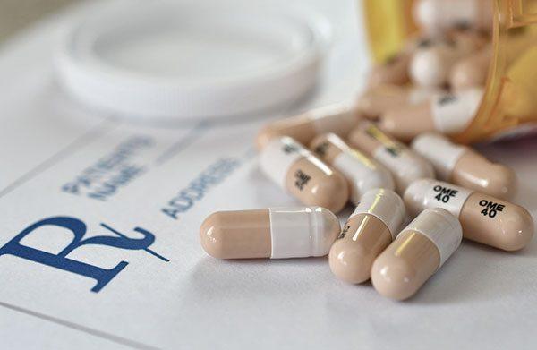 Cuidados a ter com a toma de medicamentos em idosos