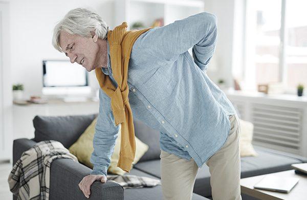 5 dicas para evitar a dor de costas no escritório e melhorar a sua postura